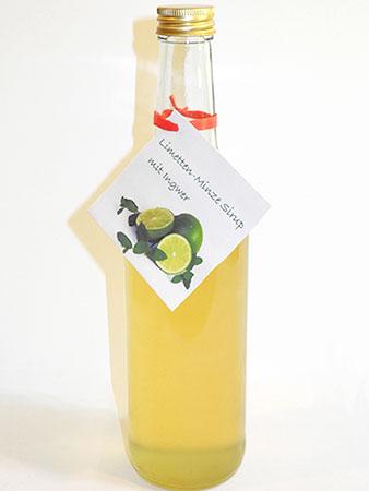 Der fertige Limetten-Minze Sirup mit Ingwer