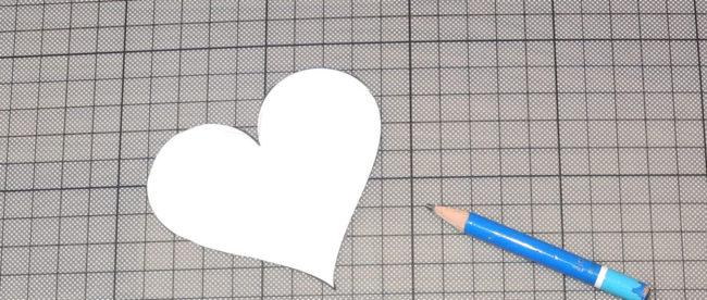 Die Herzschablone anfertigen